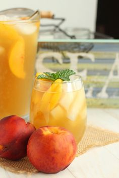 Peach Green Iced Tea -- fresh peaches make delicious but not too sweet iced tea. | carmelmoments.com