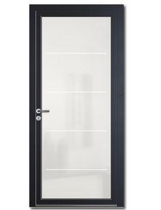 La porte d'entrée Bhautika vitrée est la solution idéale pour apporter de la lumière dans l'entrée de votre maison sans renoncer à la sécurité, l'isolation et l'esthétisme ! Les panneaux en verre sont conçus comme de véritables barrières thermiques résistantes à l'effraction. De nouveaux décors sont rendus possible grâce à l'impression numérique sur les vitrages qui utilise des encres sans solvant chimique, résistantes aux UV garantissant une excellente tenue dans le temps en application…