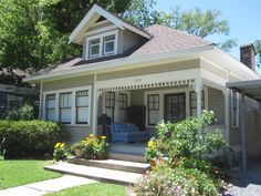 Bungalow exterior paint color schemes immaculately kept for Craftsman home builders houston