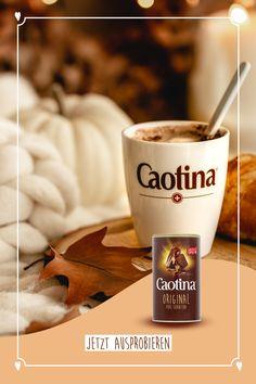 Mehr als 92% der Schweizer kennen Caotina - DEN Schweizer Schoggi-Genuss zum Trinken. Caotina wird nicht nur auf der Ski-Piste gerne genossen, sondern sorgt auch im Sommer für eine erfrischende Abkühlung. Darauf stossen wir mit einer leckeren Tasse Caotina an! Stations De Ski, Le Cacao, C'est Bon, Tea, Mugs, Tableware, Desserts, Swiss Chocolate, Fabric Softener