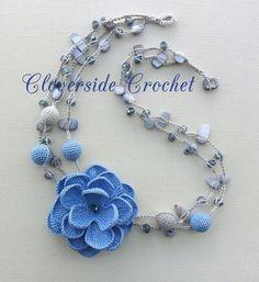 collana all'uncinetto collana con perline e fiore