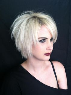 Farb-und Stilberatung mit www.farben-reich.com - Short blonde razored cut