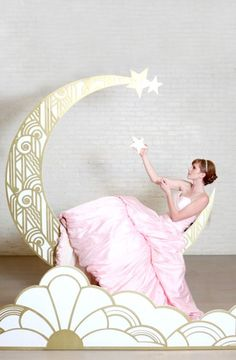 Paper moon photo booths as seen on @offbeatbride #photobooth #vintage