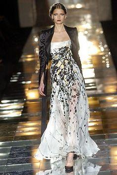 Elie Saab Fall 2004 Couture Fashion Show - Hana Soukupova