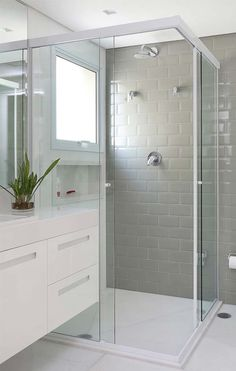 Tinta para Azulejo: Qual a Melhor? Como Ambientes Tile Color: Which is the best? Best Bathroom Flooring, Bathroom Floor Tiles, Bathroom Layout, Bathroom Interior, Modern Bathroom, Small Bathroom, White Bathrooms, Decoration Inspiration, Amazing Bathrooms