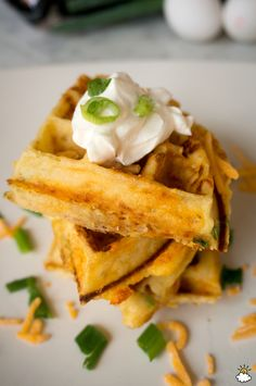 Transform Leftover Mashed Potatoes Into Crispy, Delicious Waffles Good Food, Yummy Food, Tasty, Waffle Iron Recipes, Potato Waffles, Leftover Mashed Potatoes, Potato Dishes, Vegetable Dishes, Breakfast Recipes