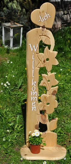 """Diese Stele begrüßt Ihre Gäste gleich mit einem freundlichem """" Herzliche… This stele welcomes your guests with a friendly """"warm welcome"""". It is made of one piece of solid pine wood, treated with wood base and glaze. about 3 cm strong, … Wood Plank Art, Wood Art, Christmas Wood Crafts, Holiday Crafts, Bleach Bottle, Gutter Garden, Reclaimed Wood Projects, Wood Flowers, Wooden Garden"""