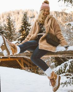 winter outfits snow Image may contain: 1 person, s - winteroutfits Winter Mode Outfits, Winter Fashion Outfits, Autumn Winter Fashion, Outfit Winter, Snow Outfits For Women, Teenage Outfits, Snow Fashion, Christmas Fashion, Winter Photography