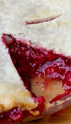 Classic Raspberry Pie ✿⊱╮enough pie pastry for 1 double crust 9 inch pie 4 cups raspberries 1 cup sugar 3 tbsp tapioca tsp cinnamon 1 tbsp lemon juice 4 tbsp butter 2 tbsp cream. Bake 15 min @ then 25 min Raspberry Desserts, Just Desserts, Delicious Desserts, Raspberry Pie Recipes, Pie Dessert, Eat Dessert First, Dessert Recipes, Easy Pie Recipes, Cooking Recipes
