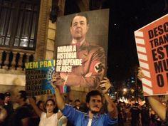 Cartaz do Governador Sérgio Cabral vestido de Hitler. Centro, Rio de Janeiro. 17/06/2013.