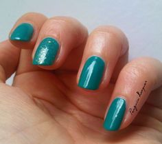 Primark Turquoise with Essie As gold as it gets accent nail: http://penguinlacquer.blogspot.de/2014/06/turkis-mit-goldsprenkeln.html #Essie #nails #turquoise #gold