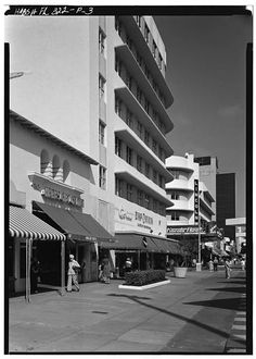 3.  500-600 BLOCK, GENERAL VIEW OF NORTH SIDE, TAKEN FROM WEST - Lincoln Road Mall, Miami, Miami-Dade County, FL