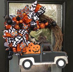 Black Truck, Farm Trucks, Halloween Decorations, Halloween Wreaths, Handmade Items, Handmade Gifts, How To Make Wreaths, Craft Supplies, Etsy Shop