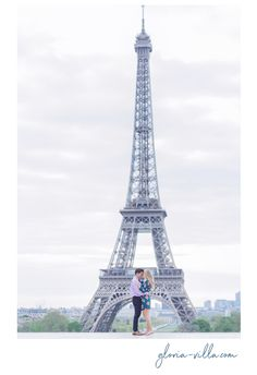 Beautiful surprise proposal in Paris in front of the Eiffel Tower. Photo Session #parisengagement #paris #parisengagement #engagementinparis #proposal #engagement #engagementpictures #engagementphotos #engagementphotography #parisphotographer #bestparisphotographer #engagementphotographer #desintation #destinationwedding #destinationphtographer #destinationweddingphotographer #destinationplanner #kissinparis #kissmeinparis #cherryblossom #cherry #cherrytrees