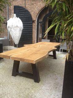 Slingertafel van eikenhout. Schaag poten in staal of hout. Afmetingen van 2 tot wel 5 meter! via Het Arsenaal