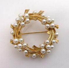 Signed ART Brooch Pin Circle Pearls Gold Tone 899 #ART