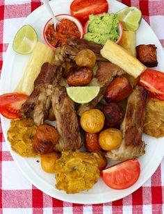 Fritanga o Picada Colombiana ( Fried Food Platter) My Colombian Recipes, Colombian Cuisine, Cuban Recipes, Traditional Colombian Food, Columbian Recipes, Kitchen Recipes, Cooking Recipes, Comida Latina, Food Platters