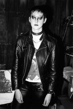 Punk+: Sheila Rock's photos of The Clash, Siouxsie, The Buzzcocks, The Sex Pistols and Subcultura Punk, 70s Punk, Moda Punk, British Punk, Punk Princess, Princess Disney, Riot Grrrl, New Romantics, Gothic Rock