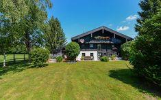 In idyllischer #Ruhelage direkt am #Grünland erwartet Sie dieses mit viel Liebe zum Detail restaurierte #Bauernhaus, das dem Dirigenten und Violinisten Sandor Vegh als Inspiration gedient hat.