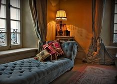 7 x times the best chaise longues for a classic look - Roomed- 7 x keer de leuks.- 7 x times the best chaise longues for a classic look – Roomed- 7 x keer de leuks… 7 x times the best chaise longues for a classic look -… - Blue Leather Couch, Orange Leather Sofas, Interior Bed Design, Pink Living Room Furniture, White Sectional, Quality Sofas, Custom Made Furniture, Beautiful Interiors, Rococo