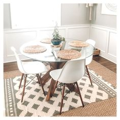 Table Ronde Design, Table Design, Dining Room Design, Design Kitchen, Chair Design, Design Design, Design Ideas, Small Kitchen Tables, Small Tables