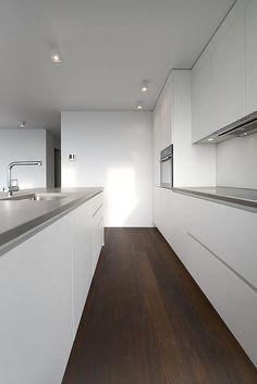 Splendide cucine Varenna Poliform per gli appartamenti della Residenza Lucino 32 a Lugano. Cucine moderne di design. Cucine Varenna Lugano.
