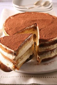 This easy tiramisu torte is ideal for all the tiramisu lovers! It has a rich tiramisu flavor and if you like the taste of a cream and coffee – like my husband – then this cake will easily become your … Italian Desserts, Just Desserts, Delicious Desserts, Dessert Recipes, Yummy Food, Dinner Recipes, Italian Cake, Bolo Tiramisu, Tiramisu Trifle