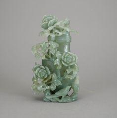 Perfumeiro asiático em mineral verde claro da primeira metade do sec.20th, 24,5cm de altura, 1,195 USD / 1,040 EUROS / 4,320 REAIS / 7,660 CHINESE YUAN https://soulcariocantiques.tictail.com