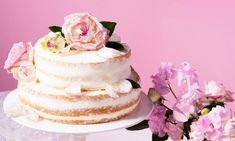 Naked Cake Hochzeitstorte Rezept: Zarter Biskuit mit einer Erdbeerfüllung und Sahne - Eins von 7.000 leckeren, gelingsicheren Rezepten von Dr. Oetker!