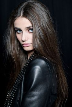 T - straight hair Taylor Marie Hill, Taylor Hill Hair, Taylor Hill Style, Gorgeous Hair, Beautiful Eyes, Great Hair, Mannequins, Pretty Face, Brown Hair