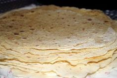 Vis innlegget for mer. Crumpets, Food And Drink, Bread, Homemade, Cookies, Baking, Breakfast, Cake, Ethnic Recipes