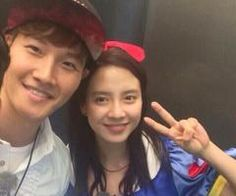 Today's RM filming & they took a REAL selfie together!! They have the sweetest smile ever  (Via krsjtkrj89)