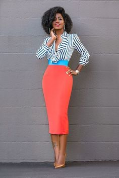 An easy way to add a little extra to your work wardrobe or super chic weekend wear? A printed pencil skirt. Show off your personality with stripes florals and geometrics galore making a statement with your personal style. Pencil Skirt Casual, Pencil Skirt Outfits, Printed Pencil Skirt, Pencil Skirts, Pencil Dresses, Skater Skirts, Casual Skirts, Work Fashion, Fashion Looks