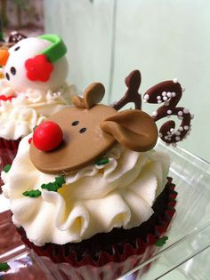 Christmas Cupcakes by Sweet Charity's, via Flickr