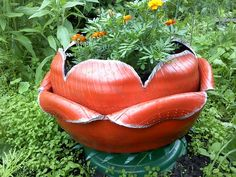 Layered planter. Tire Planters, Flower Planters, Garden Planters, Tire Craft, Reuse Old Tires, Recycled Tires, Painted Tires, Tire Garden, Tire Furniture