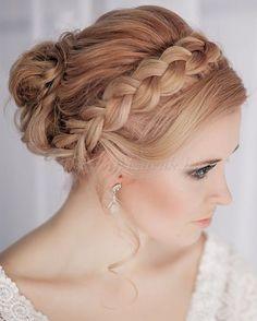fonott menyasszonyi frizurák, fonott esküvői frizura - koronafonás menyasszonyoknak