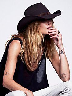 Sloane Felt Cowboy Hat...cute, cute!  I'm gettin' me a cowboy hat.