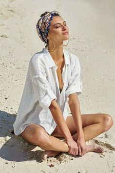 42 Great Summer Scarves For That Pulled Together Look - . 42 Great Summer Scarves For That Pulled Together Look - Outfits Mode Hippie, Bohemian Mode, Scarf Outfit Summer, Scarf Outfits, Turban Outfit, Outfit Strand, Ways To Wear A Scarf, Look Boho, Boho Style