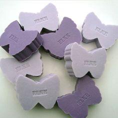 Een persoonlijk VLINDER zeepje met een naam of datum! Vele kleuren en geuren! Informeer naar alle mogelijkheden! SNEL en VEILIG betalen