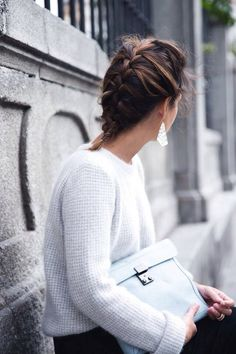 Love the combination of the white sweater, pastel blue clutch, & silver earrings. Also the french braid! Single Braids, Fade Styles, Blue Clutch, Collage Vintage, Pastel Blue, Types Of Fashion Styles, Street Style Women, Timeless Fashion, Fashion Outfits