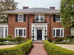 Southern Homes, Southern Style, Georgian Windows, Georgian Style Homes, Brandon Ingram, Garden Landscape Design, Historic Homes, Curb Appeal, House Tours