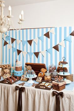 Todays beautiful party was submitted by Petit Gateau. It's a Teddy Bear themed baby shower, I absolutley love the pancakes and the cake pops, lots of lovely details!!