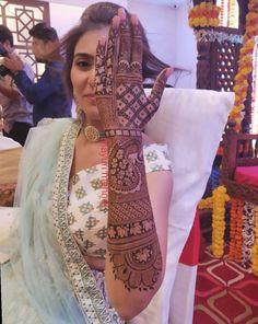 Top 20 Bridal Mehndi Design Images And Photos Wedding Henna Designs, Engagement Mehndi Designs, Latest Bridal Mehndi Designs, Mehndi Designs 2018, Stylish Mehndi Designs, Mehndi Designs For Girls, Henna Hand Designs, Floral Henna Designs, Rajasthani Mehndi Designs