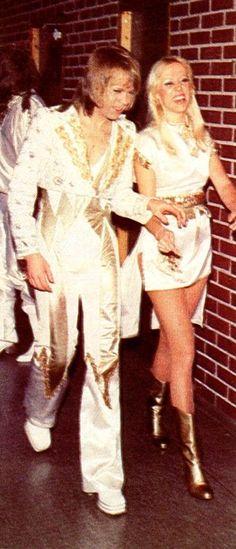 Agnetha and Björn backstage,  1977