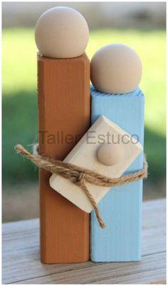 Simple Belén Navideño  1- Dos listones rectangulares  2- Tablilla  3- Tres bolas de madera  4- Pintura y una cuerda.