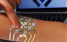 I prossimi device indossabili saranno controllati da tatuaggi provvisori e impianti sottocutanei? L'ipotesi di impiantarsi qualcosa sotto pelle pur di hackerare le proprie funzionalità e per acquisire nuove capacità non mi stuzzica minimamente! Ho letto, in passato, di persone che si facevano ins #tecnologia #scienza
