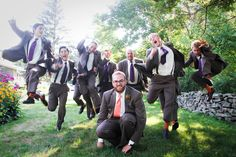 It's difficult to find fun groomsmen photos...but I think this is hilarious.
