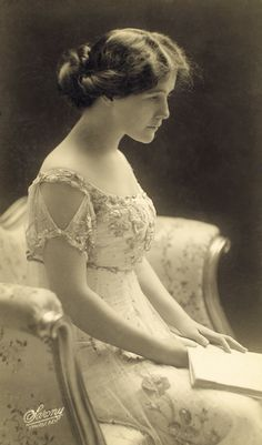 1907 Lillian Albertson, The Silver Girl, Wallack's Theatre. Photo by Sarony New York