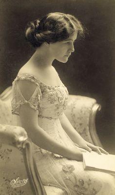 1907 Lillian Albertson, The Silver Girl, Wallack's Theatre. Photo by Sarony New York