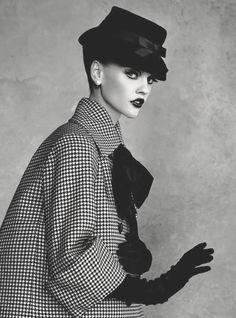 """pivoslyakova: """" Sasha Pivovarova in """"Dior Couture"""" by Patrick Demarchelier """" Vintage Glamour, Vintage Dior, Mode Vintage, Vintage Vogue, Fashion Models, Dior Fashion, Moda Fashion, Couture Fashion, Fashion Art"""